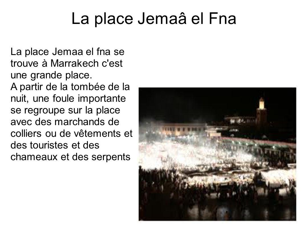 La place Jemaâ el FnaLa place Jemaa el fna se trouve à Marrakech c est une grande place.