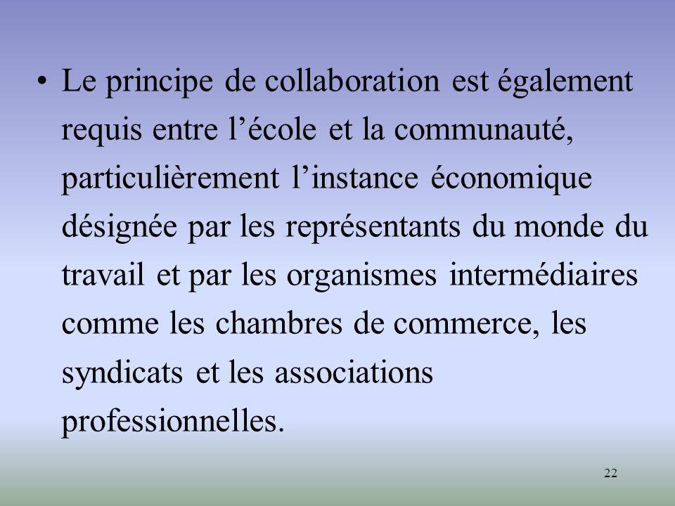 Le principe de collaboration est également requis entre l'école et la communauté, particulièrement l'instance économique désignée par les représentants du monde du travail et par les organismes intermédiaires comme les chambres de commerce, les syndicats et les associations professionnelles.
