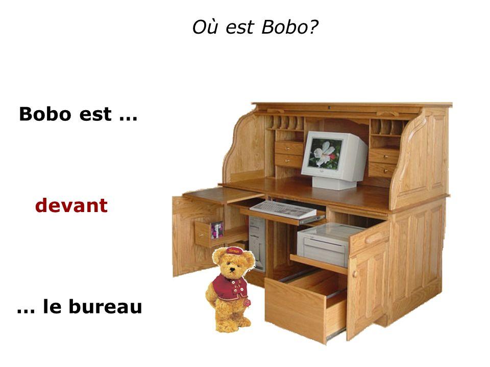 Où est Bobo Bobo est … devant … le bureau