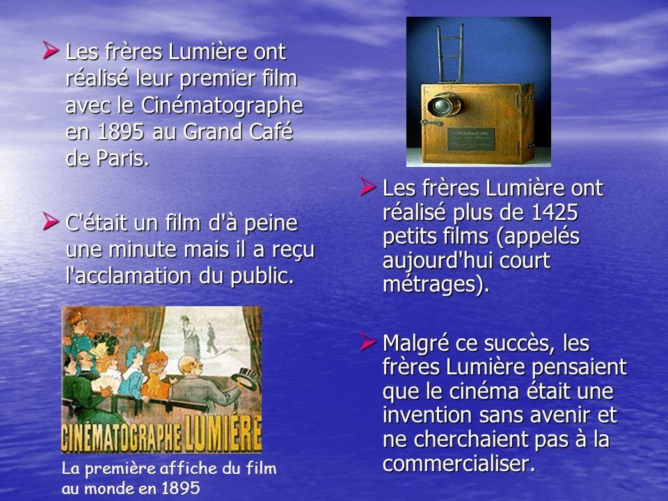 Les frères Lumière ont réalisé leur premier film avec le Cinématographe en 1895 au Grand Café de Paris.