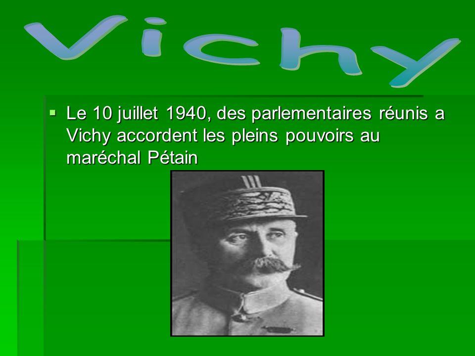 VichyLe 10 juillet 1940, des parlementaires réunis a Vichy accordent les pleins pouvoirs au maréchal Pétain.