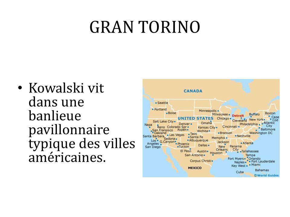 GRAN TORINO Kowalski vit dans une banlieue pavillonnaire typique des villes américaines.
