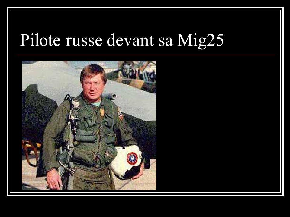 Pilote russe devant sa Mig25