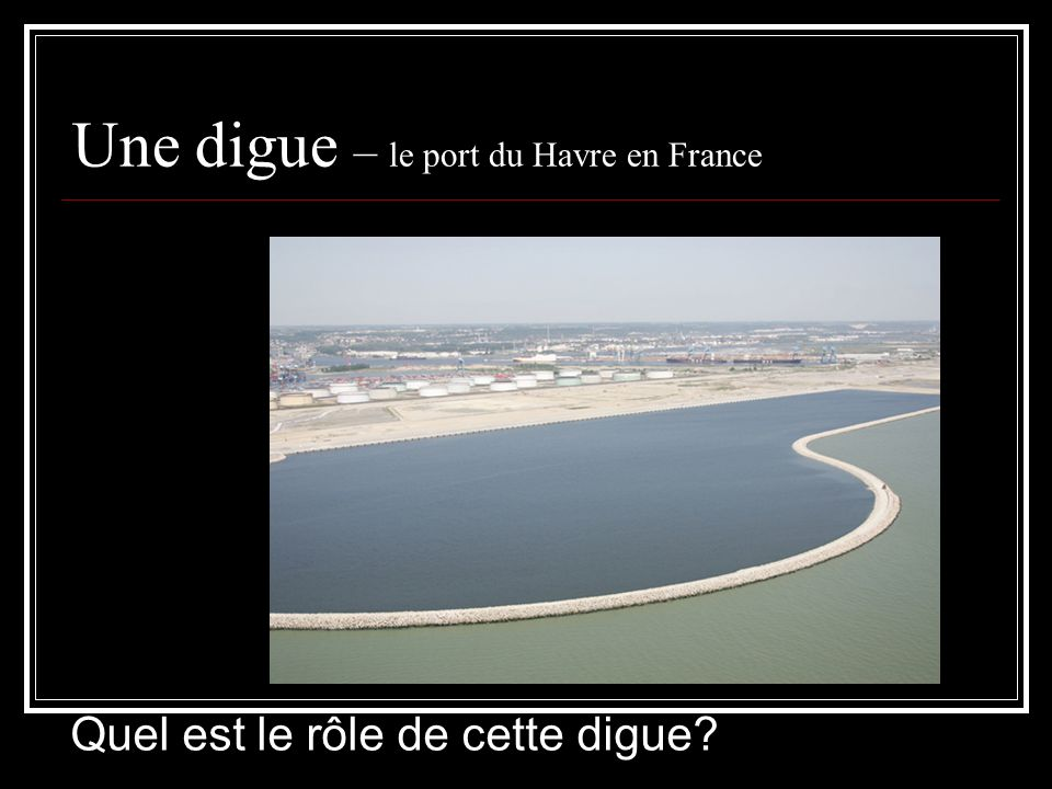 Une digue – le port du Havre en France
