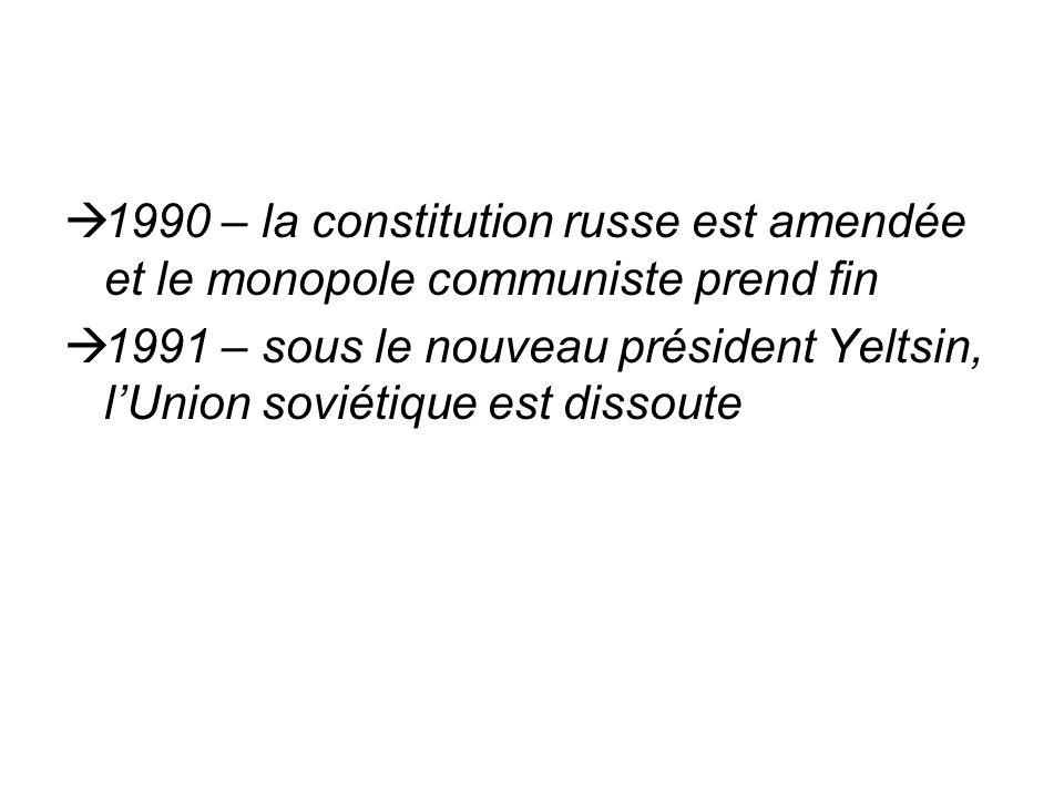 1990 – la constitution russe est amendée et le monopole communiste prend fin