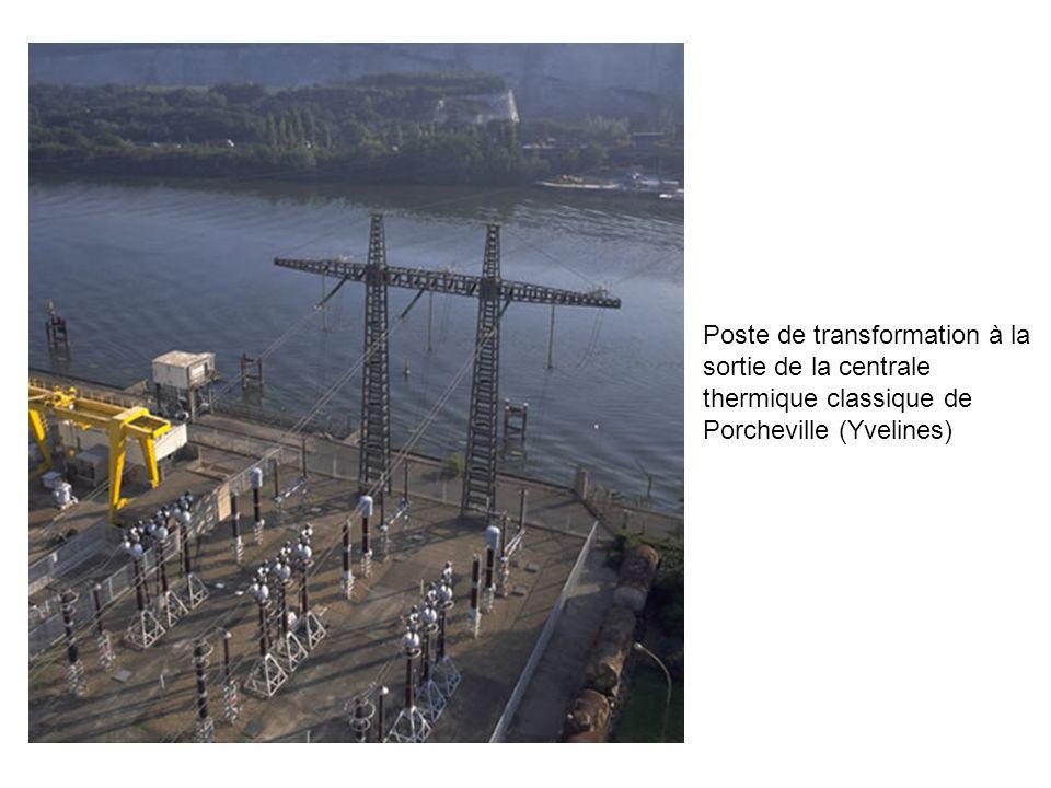 Poste de transformation à la sortie de la centrale thermique classique de Porcheville (Yvelines)