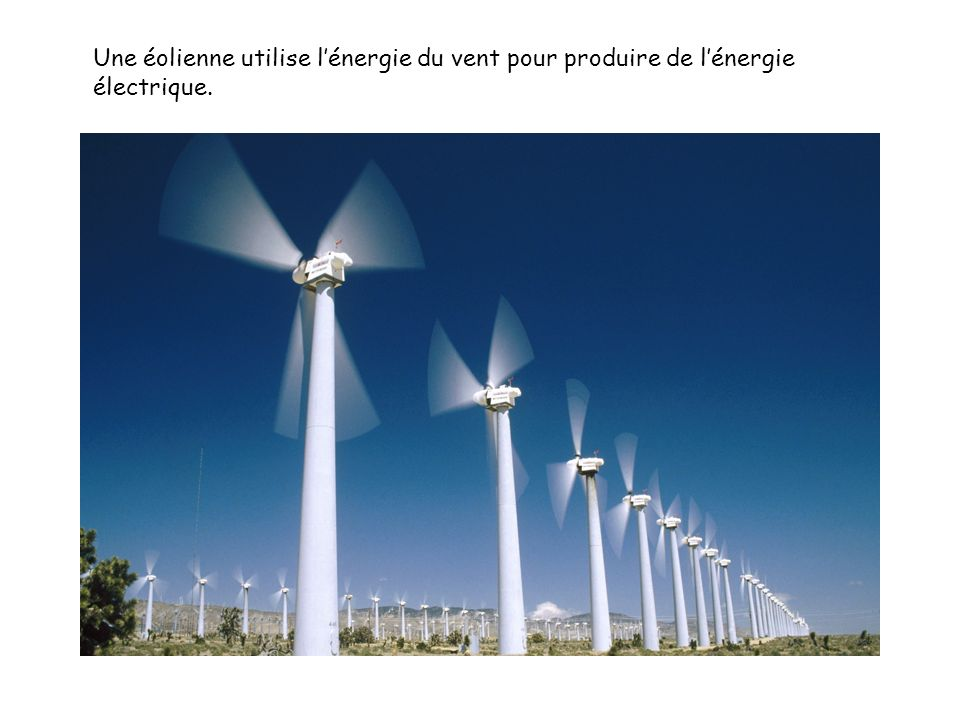 Une éolienne utilise l'énergie du vent pour produire de l'énergie électrique.