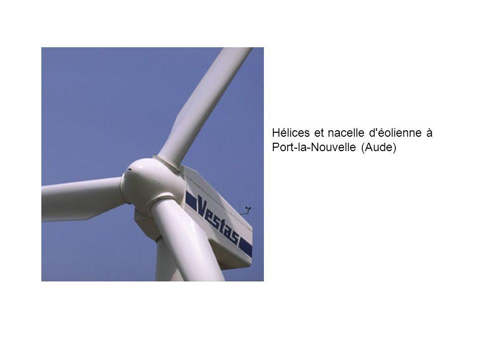 Hélices et nacelle d éolienne à Port-la-Nouvelle (Aude)