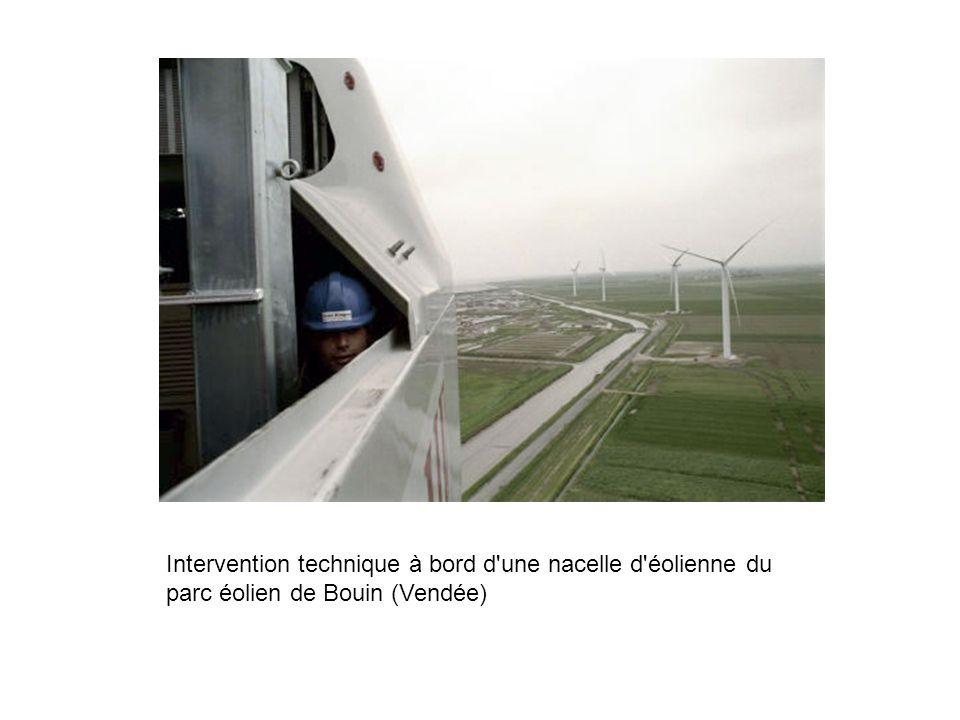 Intervention technique à bord d une nacelle d éolienne du parc éolien de Bouin (Vendée)