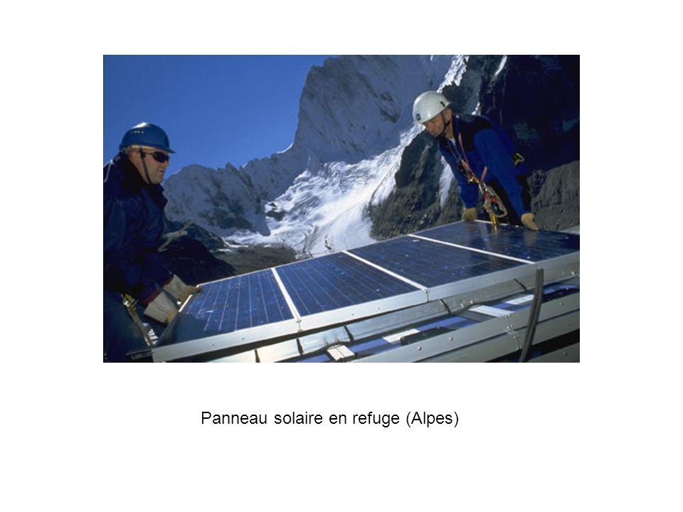 Panneau solaire en refuge (Alpes)