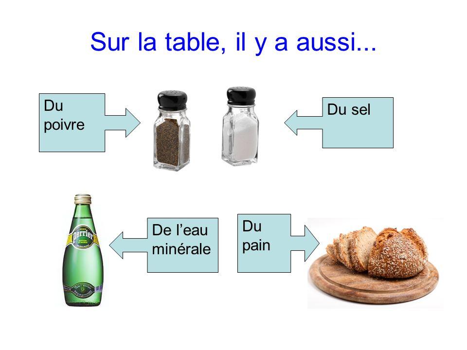 Sur la table, il y a aussi... Du poivre Du sel Du pain