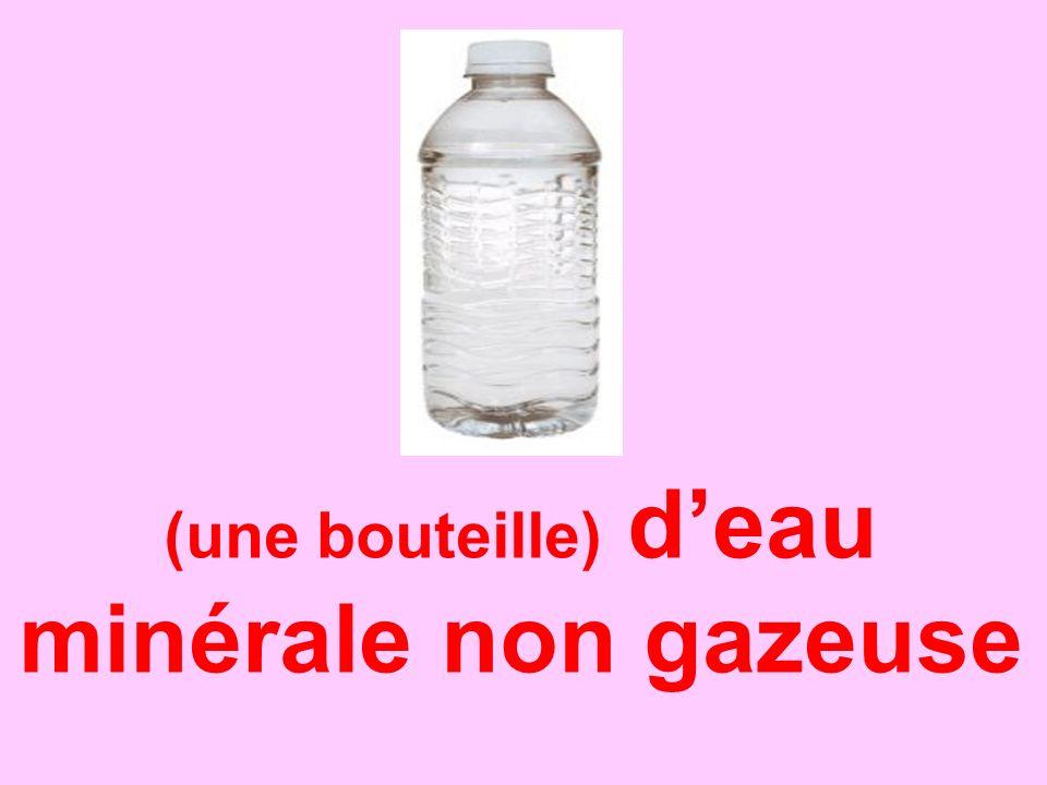 (une bouteille) d'eau minérale non gazeuse