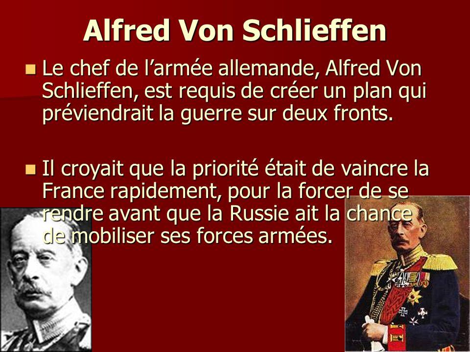 Alfred Von Schlieffen Le chef de l'armée allemande, Alfred Von Schlieffen, est requis de créer un plan qui préviendrait la guerre sur deux fronts.