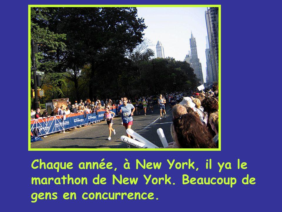 Compete Chaque année, à New York, il ya le marathon de New York. Beaucoup de gens en concurrence.