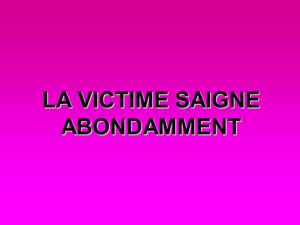 LA VICTIME SAIGNE ABONDAMMENT