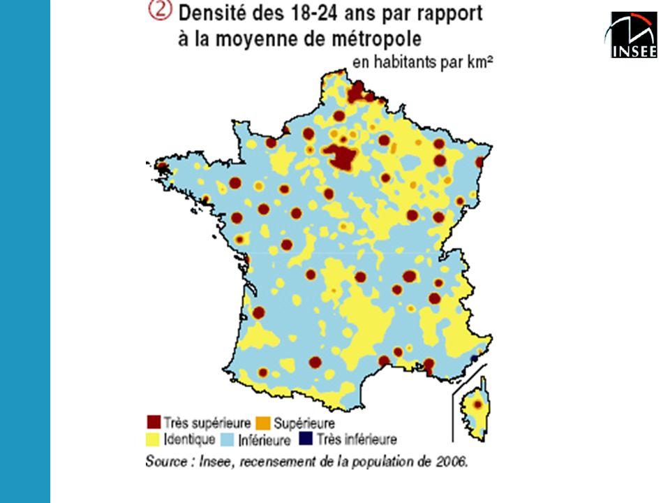 Sur les 5, 53 millions de jeunes de 18 à 24 ans résidant en France métropolitaine, la moitié poursuit ses études, l'autre moitié débute sa vie active.