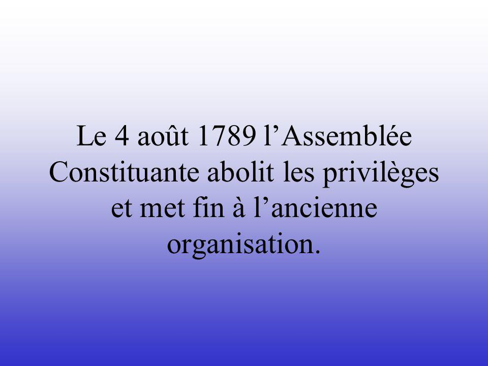 Le 4 août 1789 l'Assemblée Constituante abolit les privilèges et met fin à l'ancienne organisation.