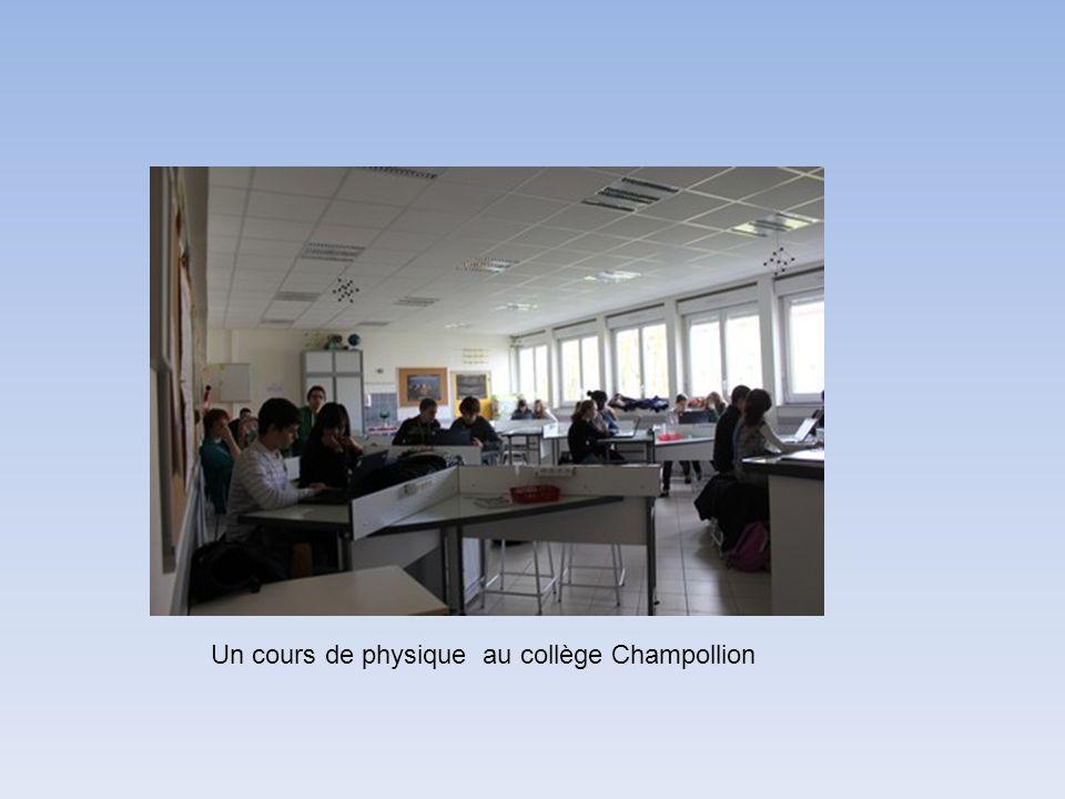 Un cours de physique au collège Champollion