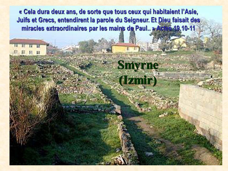« Cela dura deux ans, de sorte que tous ceux qui habitaient l'Asie, Juifs et Grecs, entendirent la parole du Seigneur. Et Dieu faisait des miracles extraordinaires par les mains de Paul.. » Actes 19.10-11