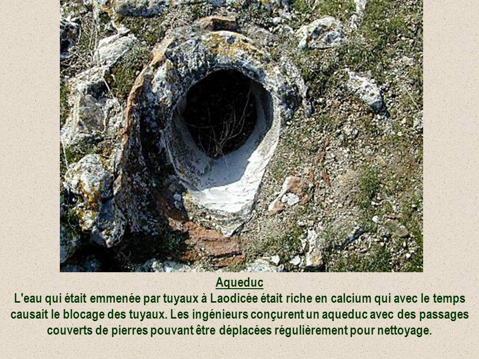 Aqueduc L eau qui était emmenée par tuyaux à Laodicée était riche en calcium qui avec le temps causait le blocage des tuyaux.