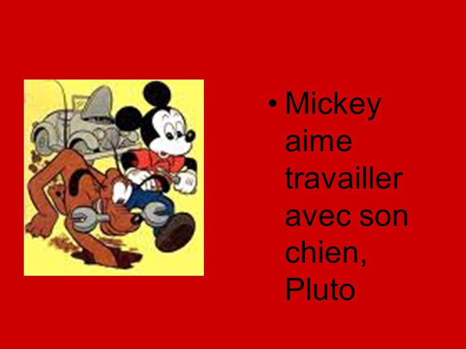 Mickey aime travailler avec son chien, Pluto