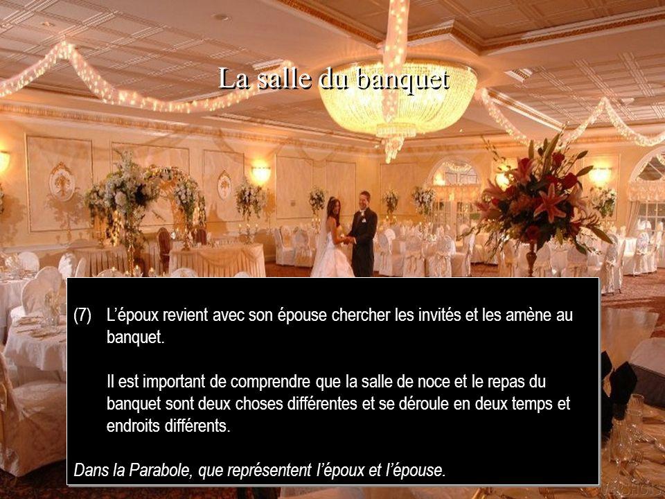 La salle du banquet(7) L'époux revient avec son épouse chercher les invités et les amène au banquet.