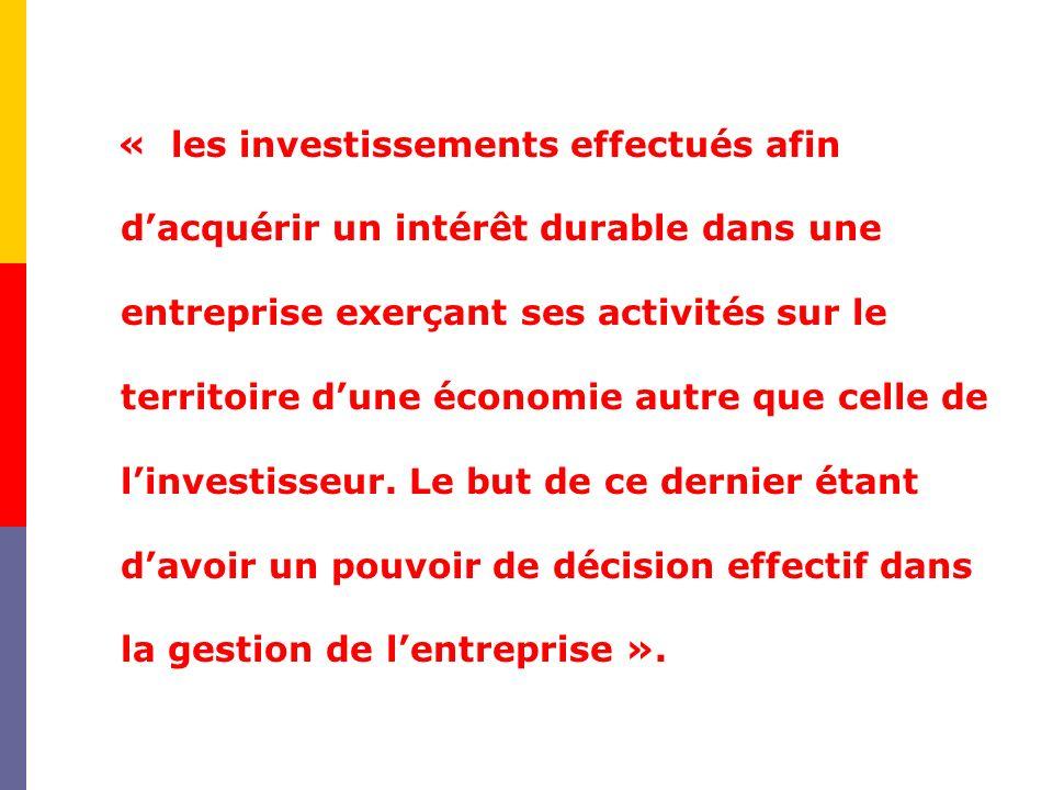 « les investissements effectués afin d'acquérir un intérêt durable dans une entreprise exerçant ses activités sur le territoire d'une économie autre que celle de l'investisseur.