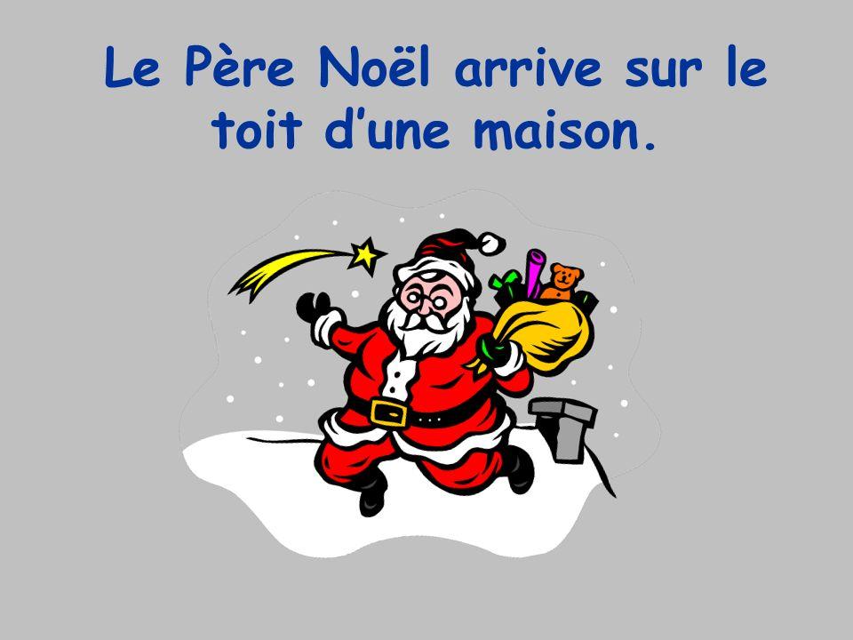 Le Père Noël arrive sur le toit d'une maison.