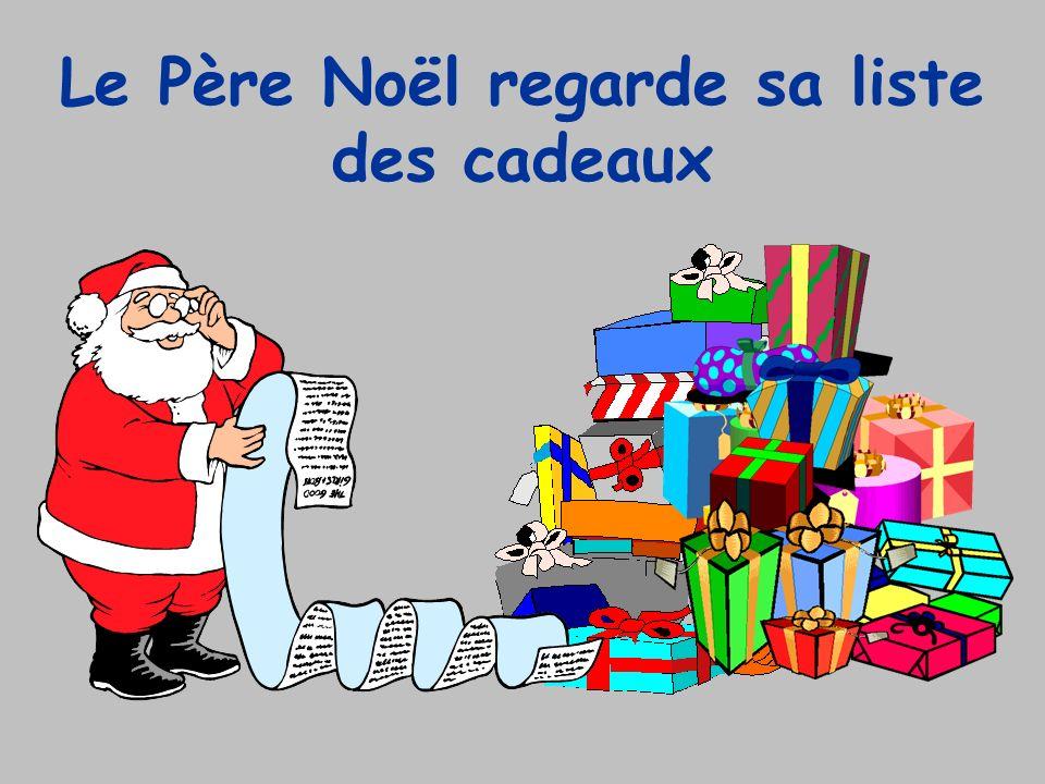 Le Père Noël regarde sa liste des cadeaux