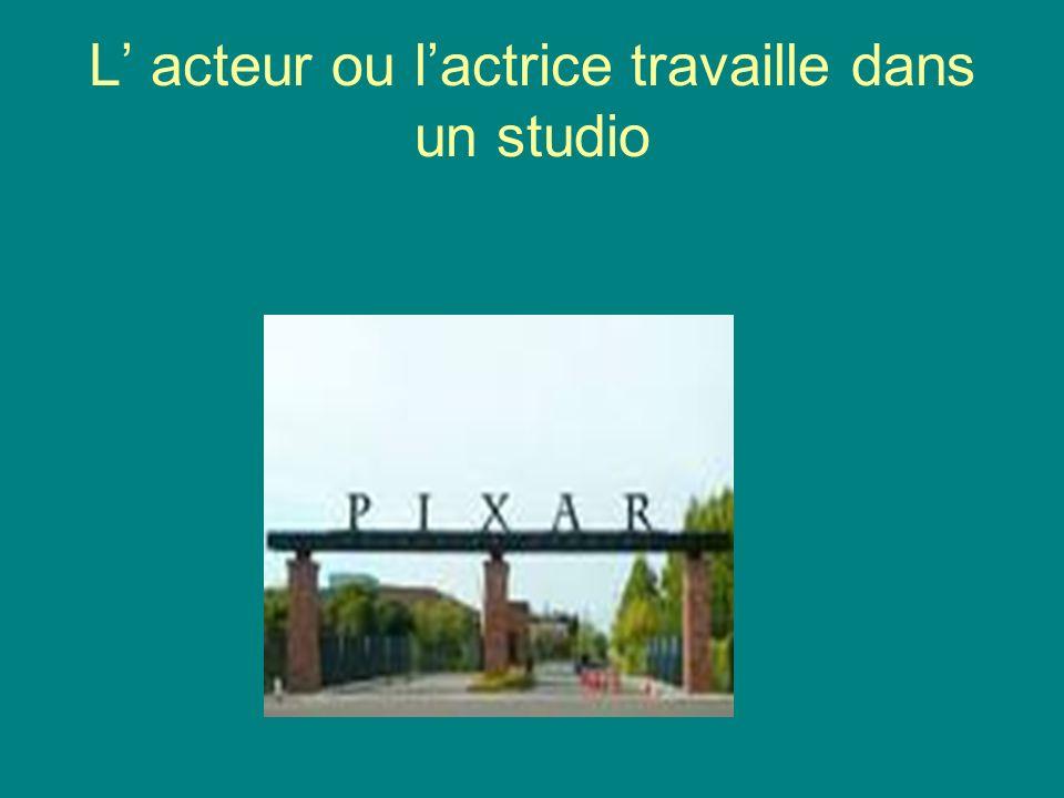 L' acteur ou l'actrice travaille dans un studio