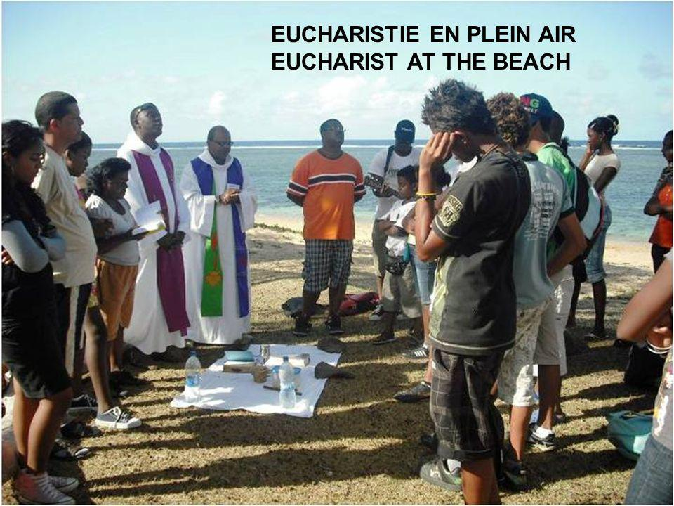 EUCHARISTIE EN PLEIN AIR EUCHARIST AT THE BEACH