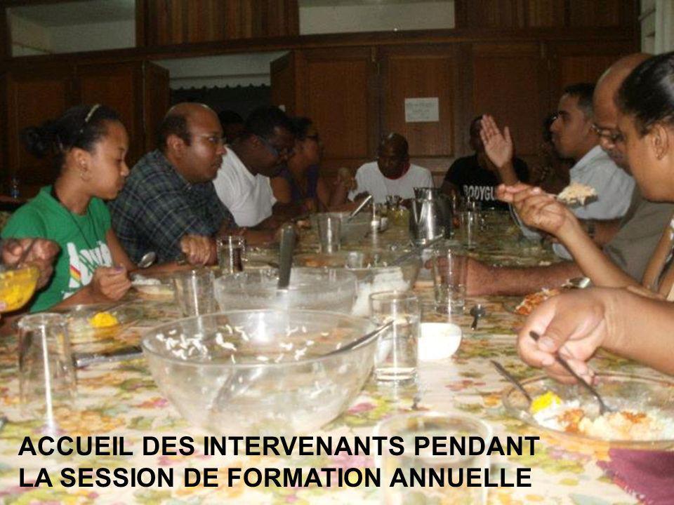 ACCUEIL DES INTERVENANTS PENDANT LA SESSION DE FORMATION ANNUELLE