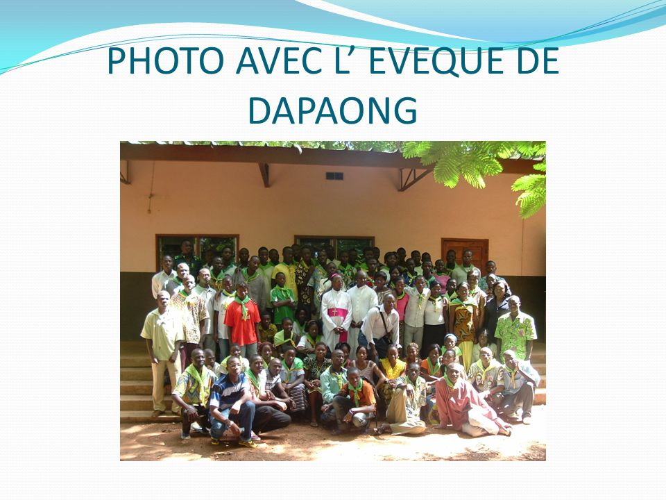 PHOTO AVEC L' EVEQUE DE DAPAONG