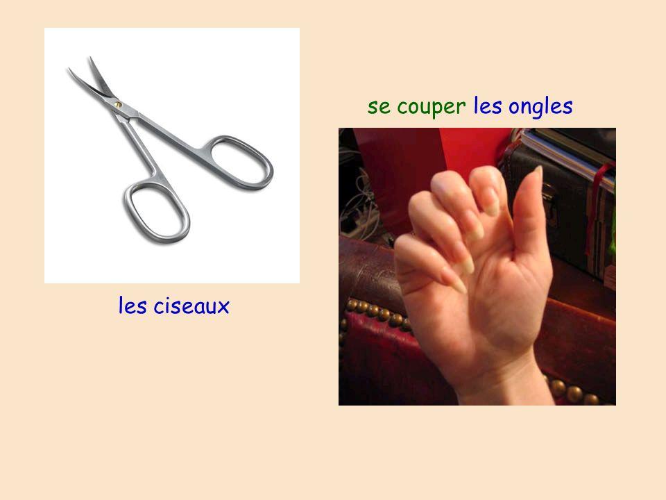se couper les ongles les ciseaux