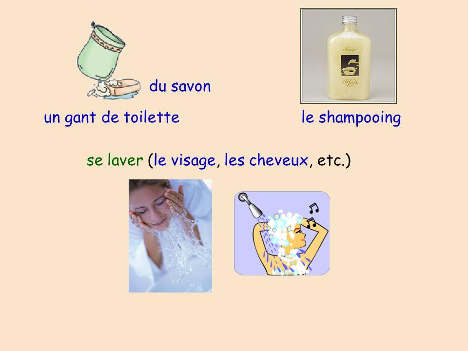 du savon un gant de toilette le shampooing se laver (le visage, les cheveux, etc.)