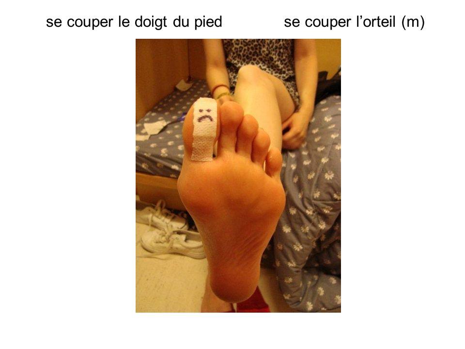 se couper le doigt du pied