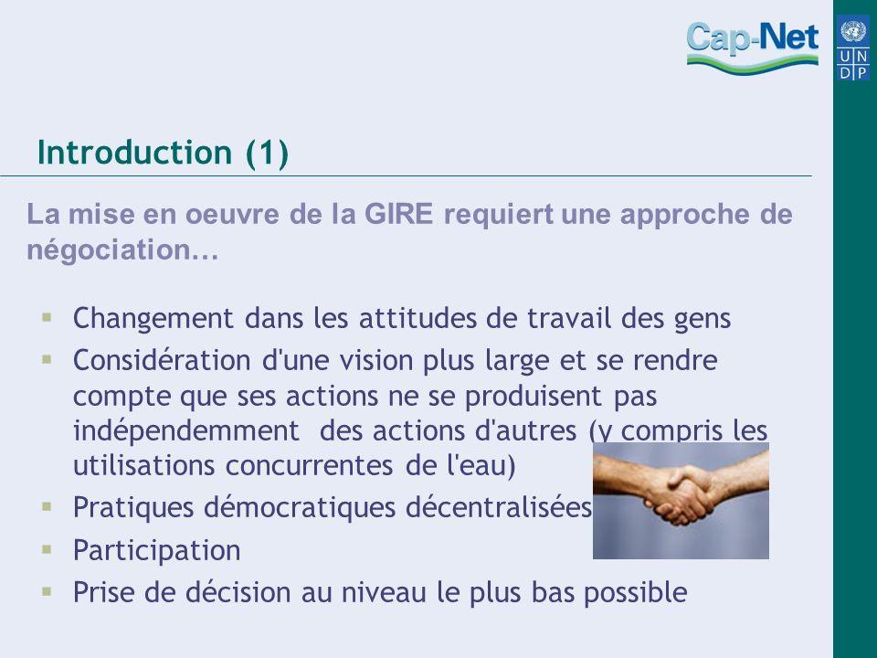 Introduction (1) La mise en oeuvre de la GIRE requiert une approche de négociation… Changement dans les attitudes de travail des gens.