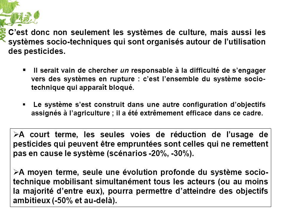 C'est donc non seulement les systèmes de culture, mais aussi les systèmes socio-techniques qui sont organisés autour de l'utilisation des pesticides.