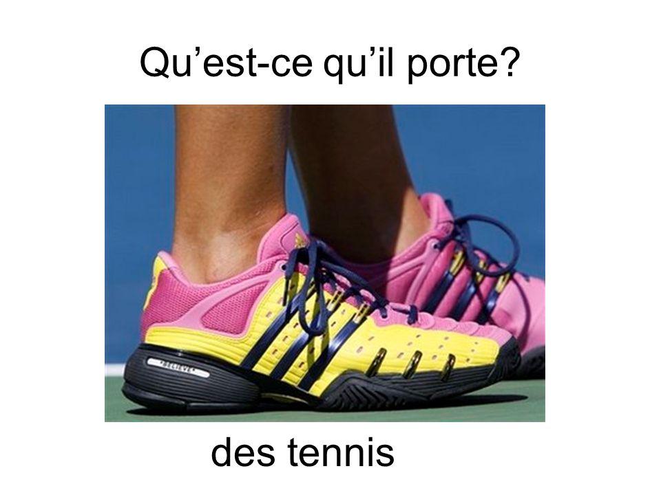 Qu'est-ce qu'il porte des tennis