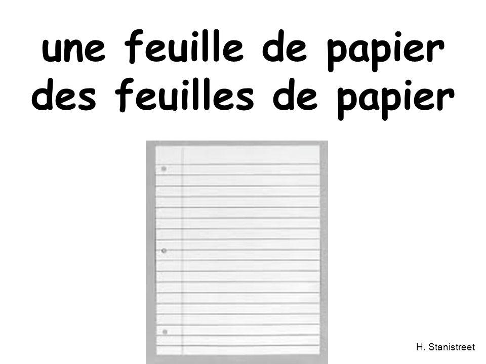 une feuille de papier des feuilles de papier