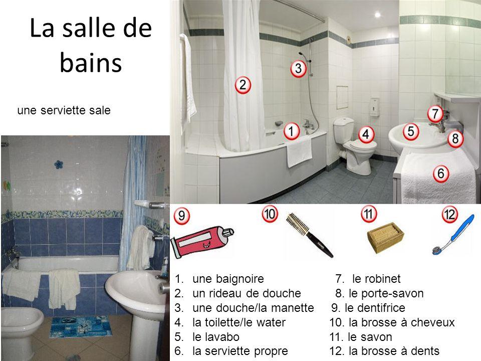 La salle de bains une serviette sale une baignoire 7. le robinet