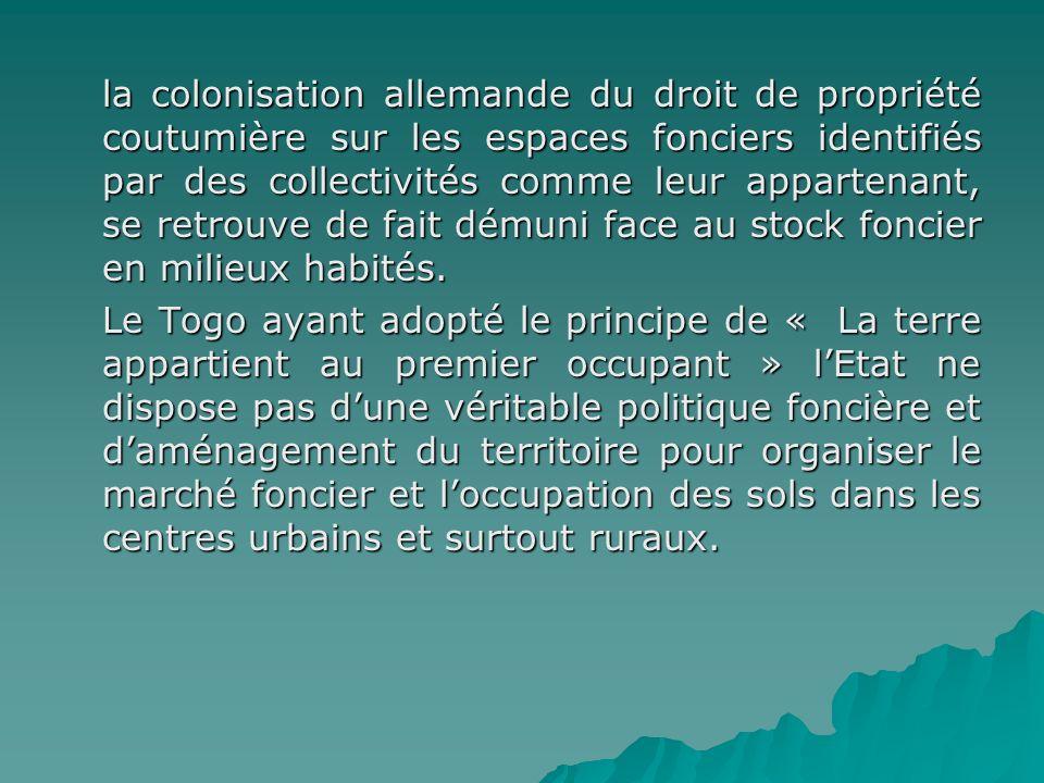 la colonisation allemande du droit de propriété coutumière sur les espaces fonciers identifiés par des collectivités comme leur appartenant, se retrouve de fait démuni face au stock foncier en milieux habités.