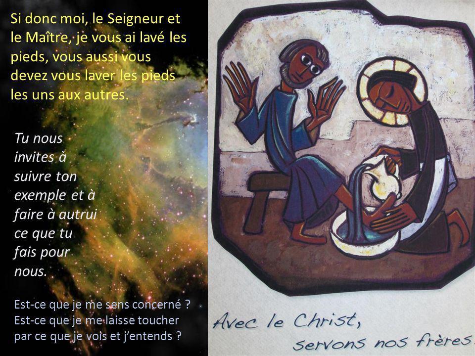 Si donc moi, le Seigneur et le Maître, je vous ai lavé les pieds, vous aussi vous devez vous laver les pieds les uns aux autres.