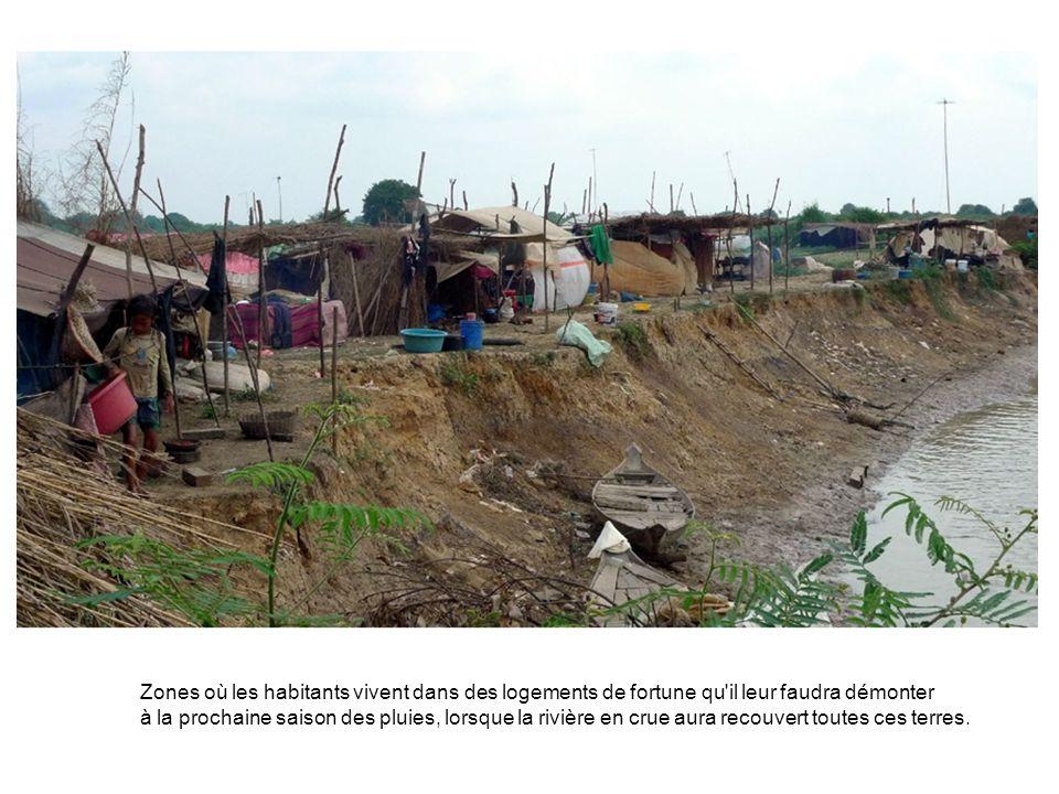 Zones où les habitants vivent dans des logements de fortune qu il leur faudra démonter