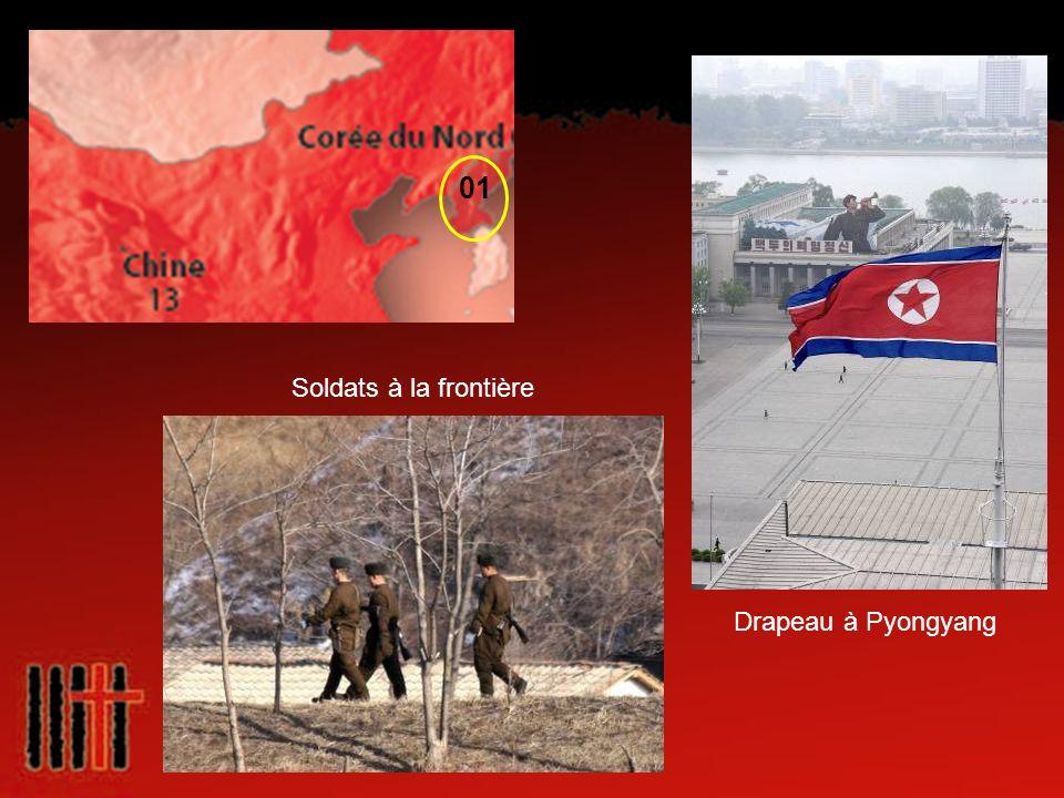 01 Soldats à la frontière Drapeau à Pyongyang