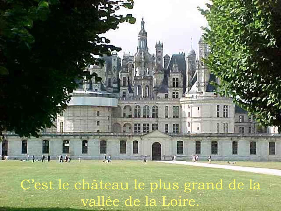 C'est le château le plus grand de la vallée de la Loire.