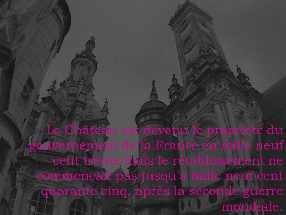 Le Château est devenu le propriété du gouvernement de la France en mille neuf cent trente mais le rétablissement ne commençait pas jusqu'a mille neuf cent quarante cinq, après la seconde guerre mondiale.