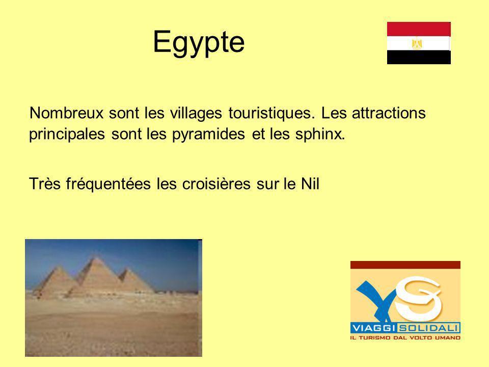 Egypte Nombreux sont les villages touristiques. Les attractions principales sont les pyramides et les sphinx.