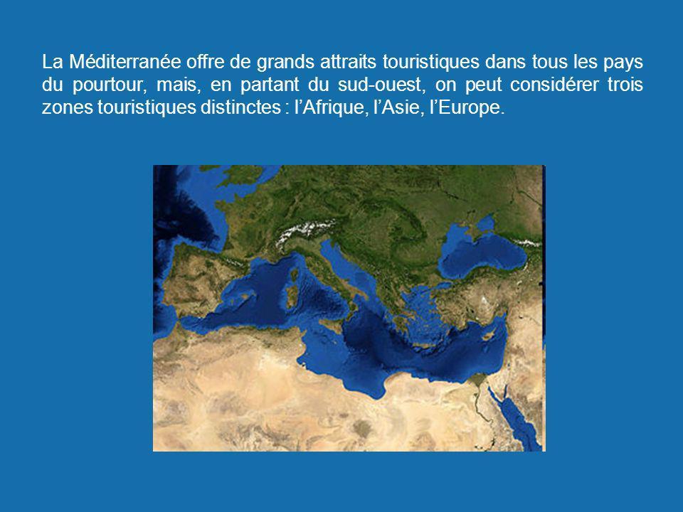 La Méditerranée offre de grands attraits touristiques dans tous les pays du pourtour, mais, en partant du sud-ouest, on peut considérer trois zones touristiques distinctes : l'Afrique, l'Asie, l'Europe.