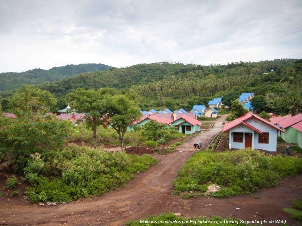 Maisons construites par Fig Indonesia, à Unjung Segundur (île de Weh)